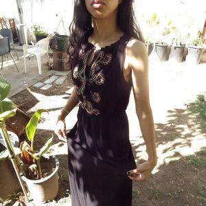 Dresses & Skirts - Black maxi dress w/ geometric pattern on the front
